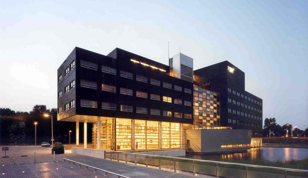 1 OPLarchitecten_Amsterdam Noord stadsdeelhuis 1516×878-72dpi